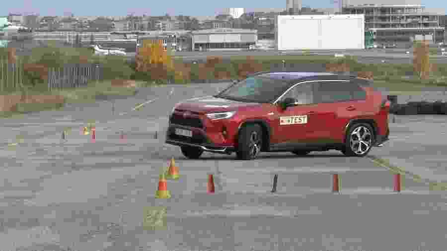 Toyota RAV4 Plug-in Hybrid 2021 reprova em teste do alce - Divulgação