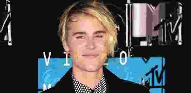 De volta à franja do início da carreira, Justin Bieber exibiu look no VMA 2015, em agosto - AFP