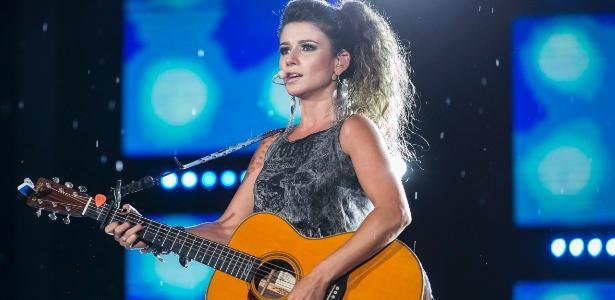 Paula Fernandes é culpada por entrar num palco ao vivo com um violão desafinado - Divulgação/TV Globo