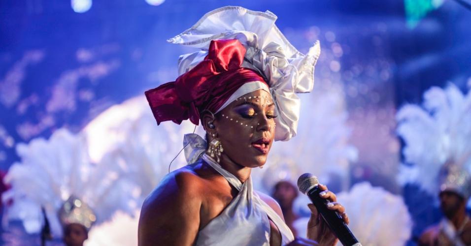 05.fev.2015 - Grupo Voz Nagô abre o Carnaval do Recife no Marco Zero junto com Naná Vasconcelos, Lenine e Sara Tavares