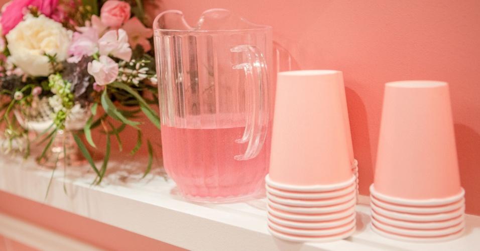 Bebida tradicional americana, a limonada rosa foi servida para comemorar o aniversário de Stephanie. As convidadas do chá da tarde também tinham à disposição chás e chocolate quente