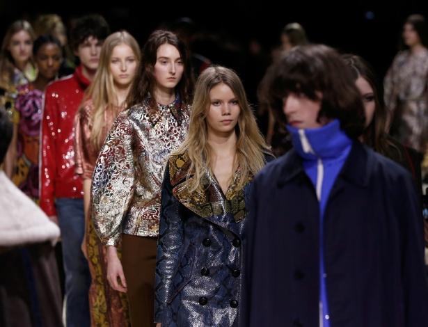 Burberry misturou parte das coleções femininas e masculinas em prévia da mudança para próxima temporada - Getty Images