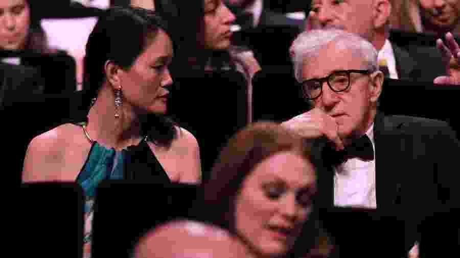 Woody Allen ao lado de sua mulher, Soon-Yi Previn, durante o Festival de Cannes de 2016 - Yves Herman/Reuters