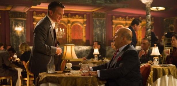 """O ator Jon Polito em cena do filme """"Caça aos Gângsteres"""" (2013) com Sean Penn - Divulgação"""