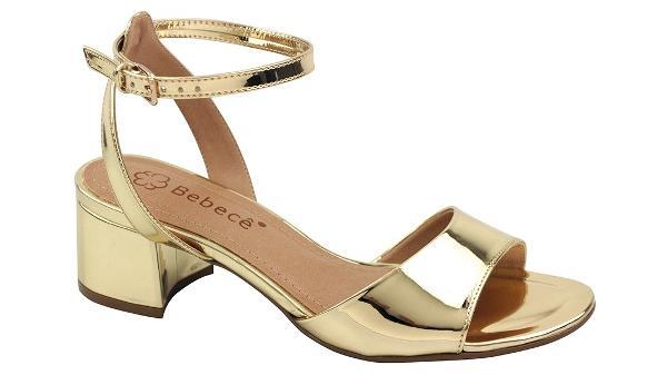 f4e01ac4f0 Sapatos dourados e prateados estão bombando  veja 39 opções - 13 01 ...