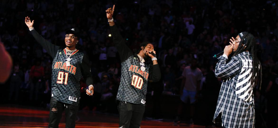 Quavo, Offset e Takeoff, do trio de rappers Migos, se apresentam no intervalo de jogo de basquete em Atlanta - Brett Davis/USA TODAY Sports