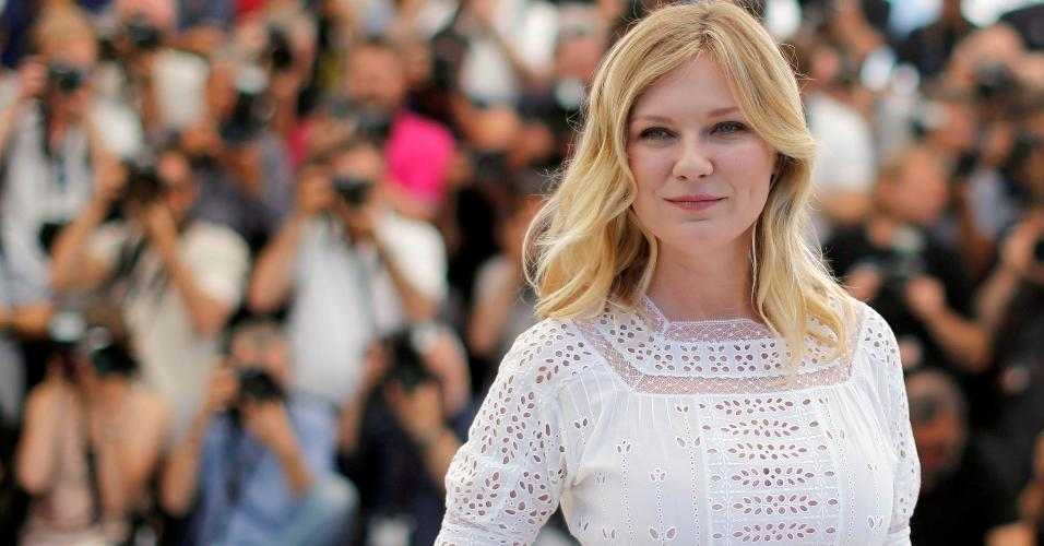 """A atriz Kirsten Dunst posa para fotos no Festival de Cannes para o filme """"O Estranho que Nós Amamos"""""""