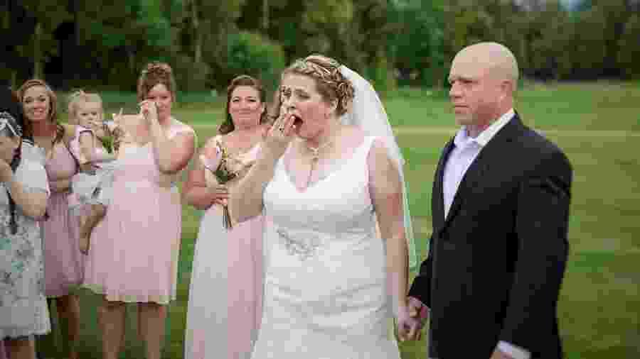 Becky Turney no momento da surpresa - Reprodução/Facebook