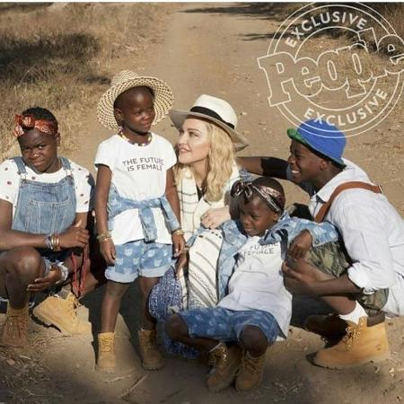 Madonna e os filhos David, 11, Mercy, 11, e as gêmeas Estere e Stella, 5 anos - Reprodução/People/Instagrammadonna