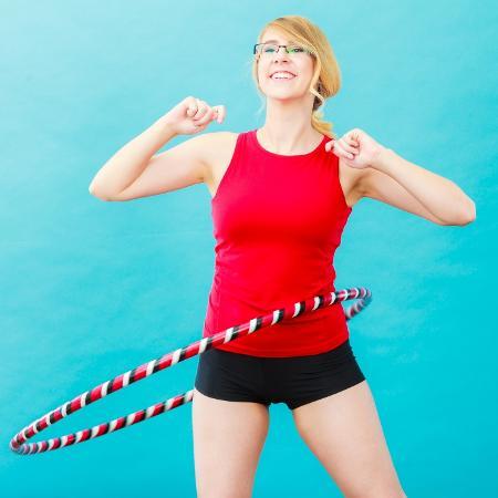Exercícios com bambolê estão em alta no verão - Getty Images