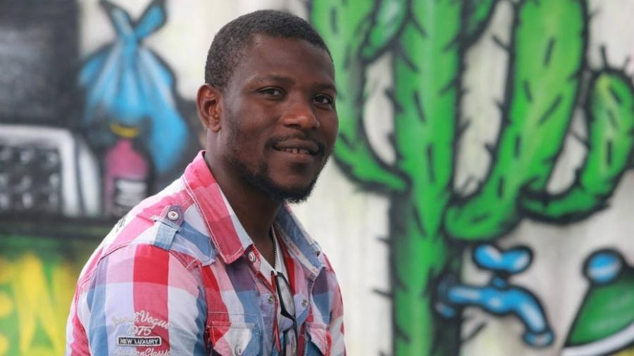 """O nigeriano Kareen conseguiu trabalho como empurrador de carros alegóricos no Anhembi: """"Não acreditei"""" - Nilton Fukuda/Estadão Conteúdo"""