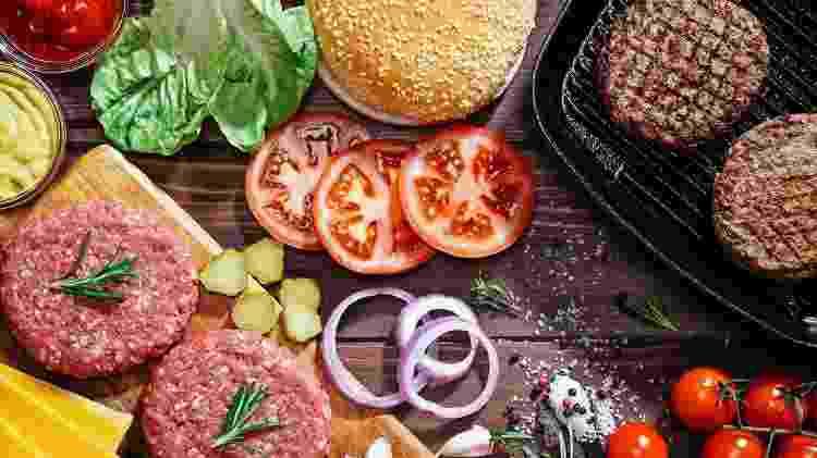 Se o hambúrguer for caseiro, melhor ainda, já que não tem os conservantes usados pelas redes de fast food - iStock