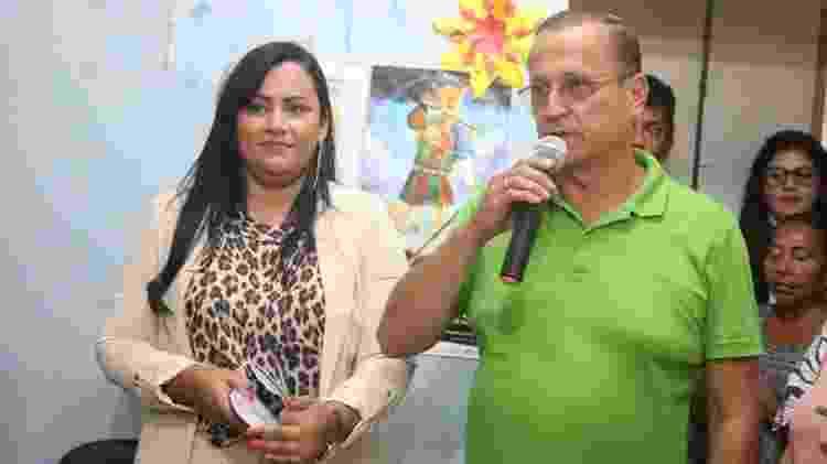 Tatiana Dantas e o prefeito Demóstenes Meira, na posse dela como secretária de Assistência Social de Camaragibe - Reprodução/Facebook/Prefeitura de Camaragibe