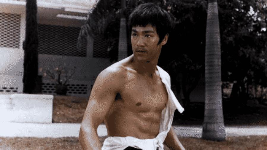 Bruce Lee em cena de O Dragão Chinês - Reprodução