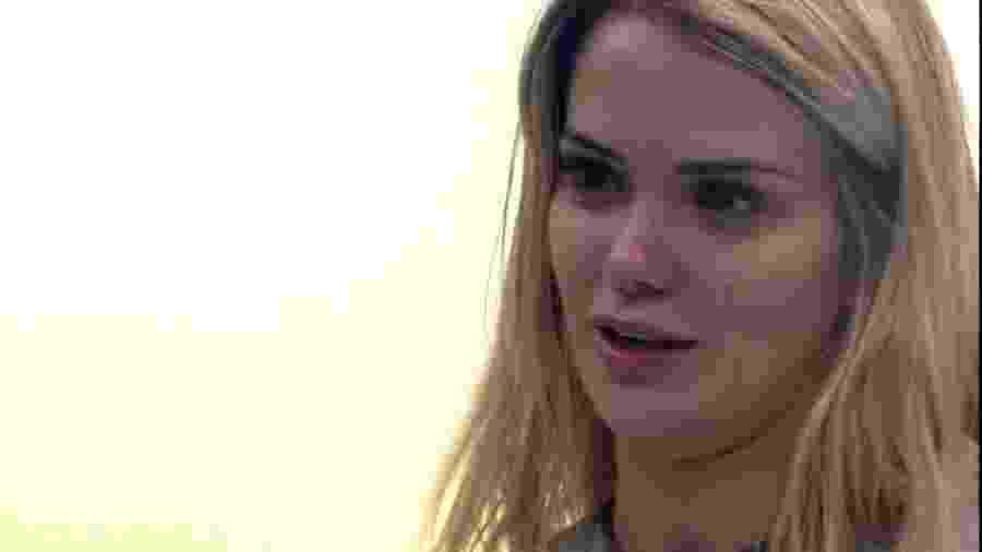 Marcela conversa com Gizelly durante a madrugada - Reprodução/Globoplay