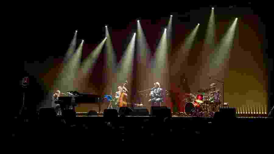 Seu Jorge e Daniel Jobim estrearam a turnê mundial na noite de sábado (7) em Porto Alegre - Edu Defferrari