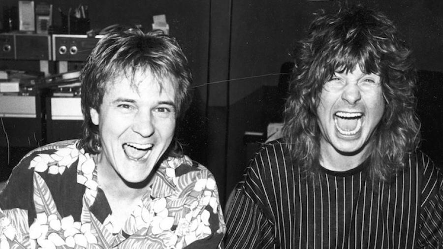 """Keith Olsen com Ozzy Osbourne durante a gravação do disco """"No Rest for the Wicked"""" (1988) - Reprodução/Twitter"""