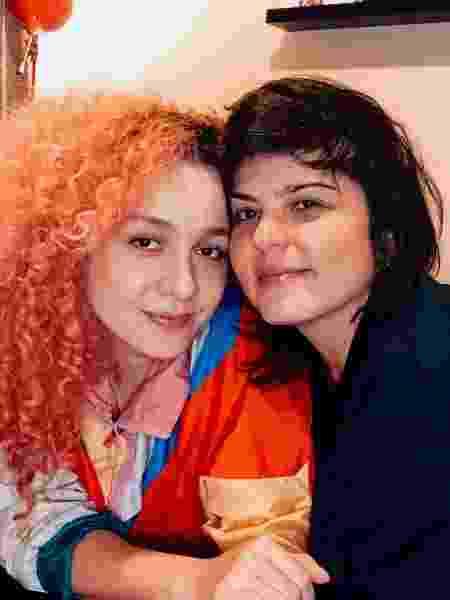 A cantora Aíla e sua mulher, a artista visual Roberta Carvalho - Arquivo pessoal - Arquivo pessoal