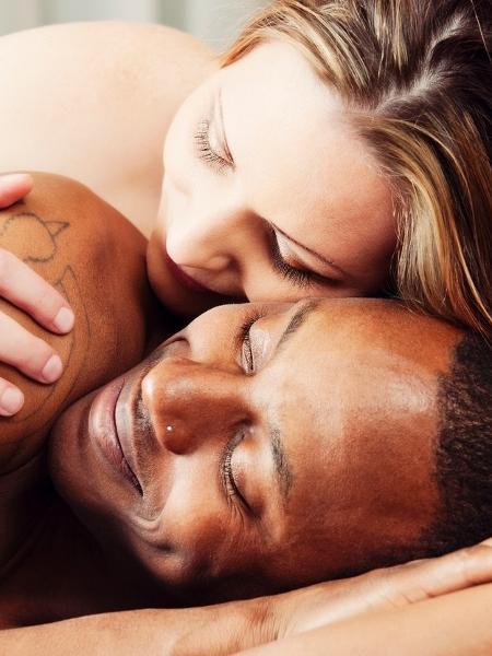 """Com beijos mais demorados ou aquele """"fogo"""" que atropela tudo que vê na frente? Que """"tipo de sexo"""" você faz? - Alina555/Getty Images/iStockphoto"""