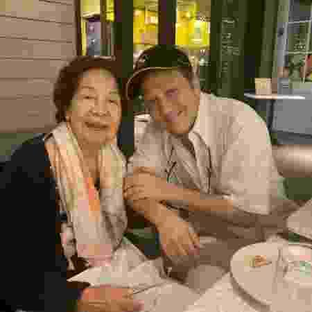 Pilar Schneider e o filho Rob, com quem atuou em alguns filmes - Reprodução/Twitter