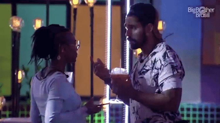 BBB 21: Arcrebiano e Karol conversam durante festa do líder - Reprodução/Globoplay - Reprodução/Globoplay