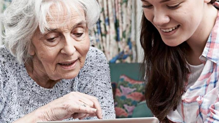 Programa Aconchego une estudantes e idosos em Portugal - Divulgação