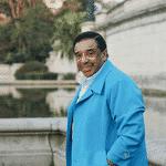 De origem pobre, desde pequeno gostava de imitar cantores de quem gostava, como o próprio Cauby Peixoto, Anísio Silva e Adilson Ramo. - Creative Commons