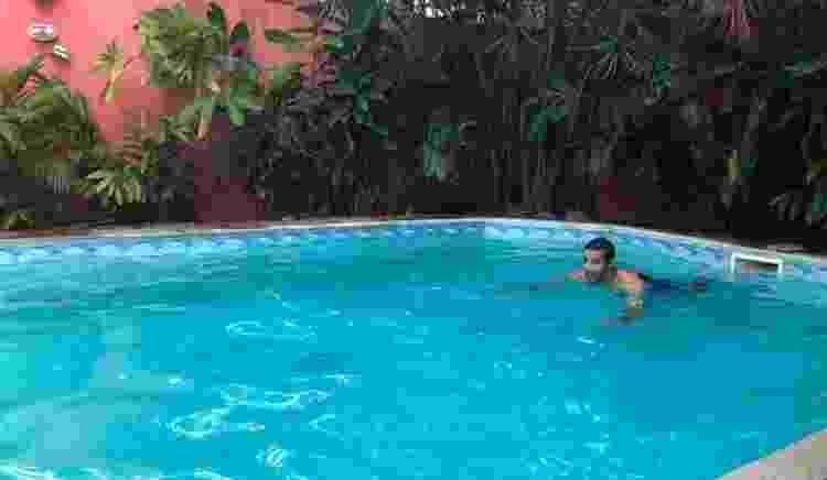 Renato Prado na piscina de João Pompeu - Arquivo pessoal - Arquivo pessoal