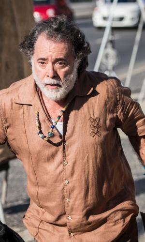 Zé Maria (Tony Ramos)  é um homem que tem o paradeiro nebuloso