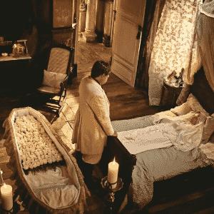 """Afrânio (Antonio Fagundes) se despede da mãe, Encarnação (Selma Egrei), em """"Velho Chico"""" - Reprodução/TV Globo"""