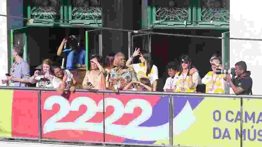 Gilberto Gil participa do Carnaval de Salvador em seu camarote e é saudado por Ivete Sangalo - Thiago Duran/AgNews