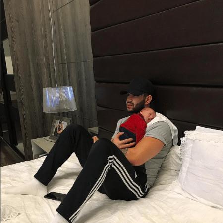 Gusttavo Lima com o filho, Gabriel - Reprodução/Instagram/gusttavolima