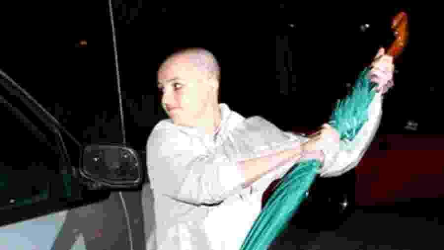Britney Spears atacou o carro de um paparazi em 2007 com um guarda-chuva - Reprodução