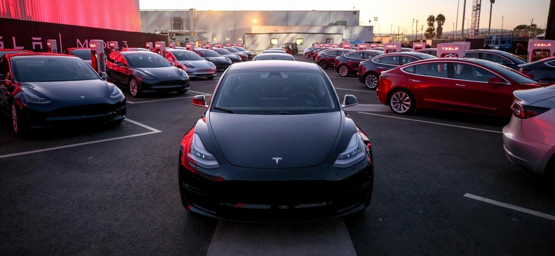 Model 3 é aposta da Tesla para mostrar que pode dominar o mercado; resta entregar o carro - Divulgação