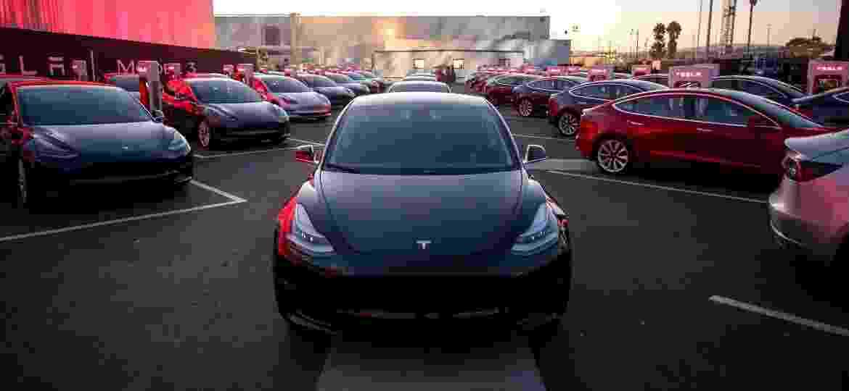 """Tesla Model 3 promete ser o carro """"popular"""" da marca nos próximos anos - Divulgação"""