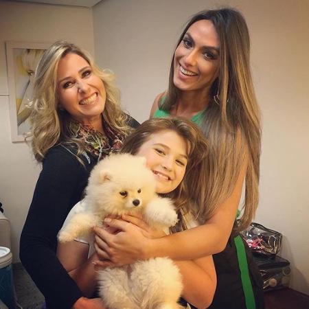 Andréa Sorvetão e a filha caçula posam com Nicole Bahls - Reprodução/Instagram