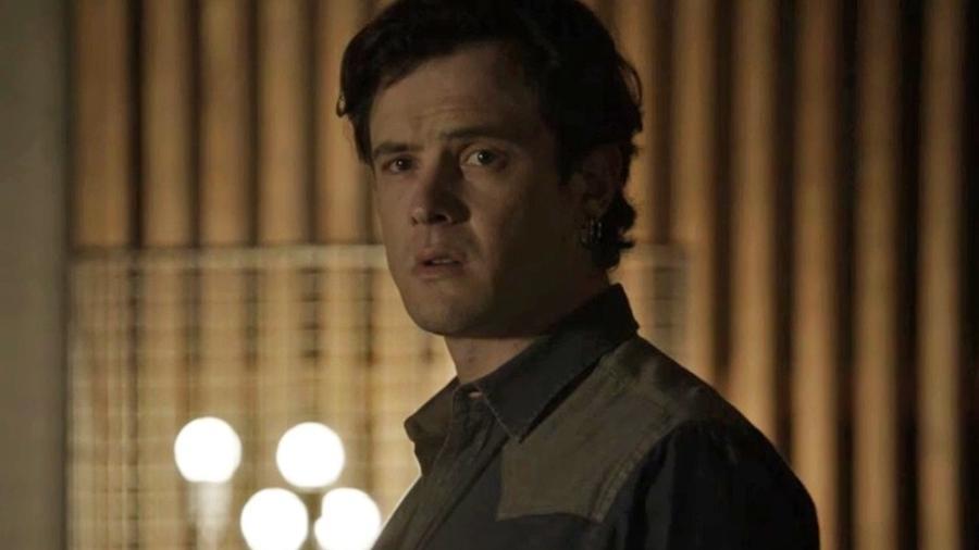 """Gael invade a casa de Clara em """"O Outro Lado do Paraíso"""" - Reprodução/Gshow"""