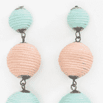 Brincos feitos de algodão, acrílico e madeira, R$ 39,90, Renner, lojasrenner.com.br - Divulgação