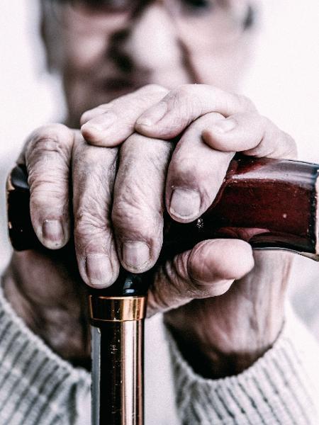 É importante observar alguns detalhes na hora de contratar uma instituição de longa permanência para idosos - Getty Images