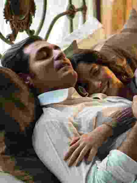 Darcy (Thiago Lacerda) e Elisabeta (Nathalia Dill) dormem juntos pela primeira vez - Estevam Avellar/Globo