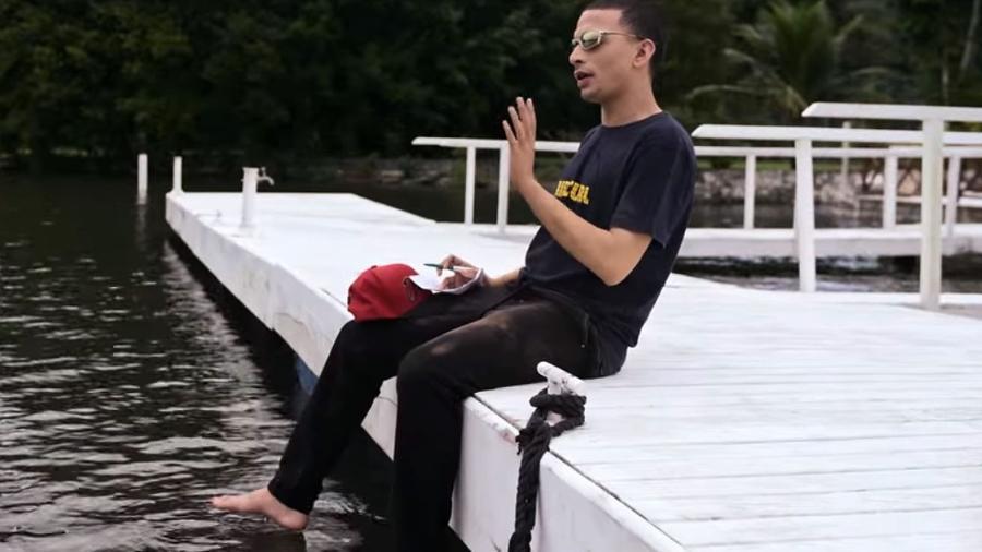 """MC Guimê aparece sem tatuagens no clipe de """"Muito Dinheiro Nunca É Demais"""" - Reprodução/YouTube"""