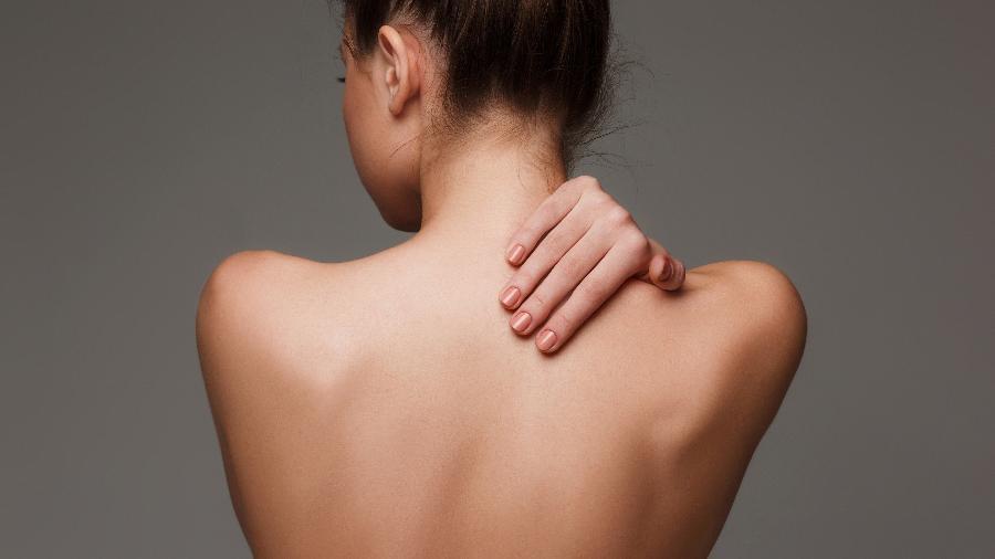 Gordura marrom fica na região do pescoço, abaixo da clavícula e, também, ao longo da coluna vertebral - iStock