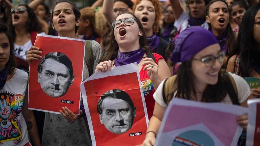 Protestos também tomaram a Cinelândia, no Rio de Janeiro, dizendo #EleNão a Jair Bolsonaro - AFP