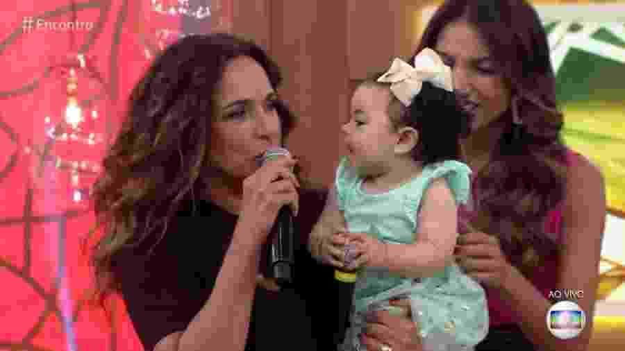 Daniela Mercury e a netinha Mel - Reprodução/Globo