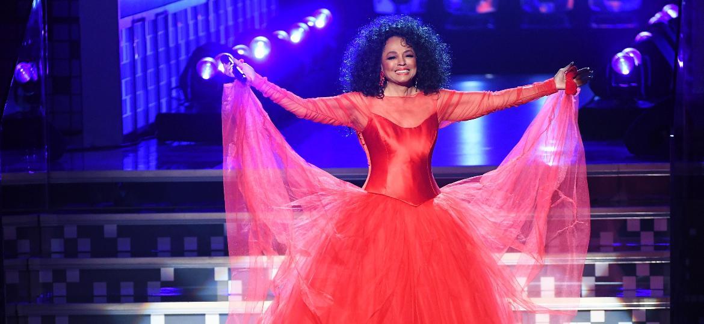 Diana Ross faz entrada grandiosa no Grammy 2019, que a homenageou pela carreira e por seus 75 anos - Getty Images