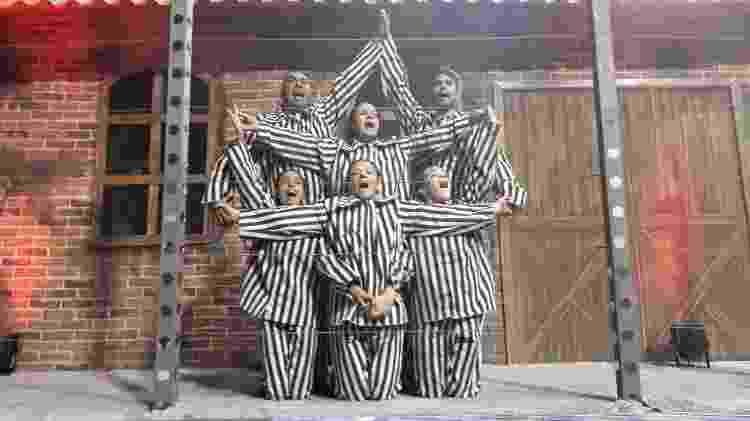 Dançarinas interpretam judias prisioneiras no desfile da Terceiro Milênio - Paulo Pacheco/UOL