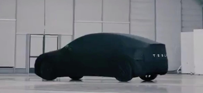 Tesla Model Y encoberto: um mini-Model X, mas que não chega tão cedo ao mercado - Reprodução