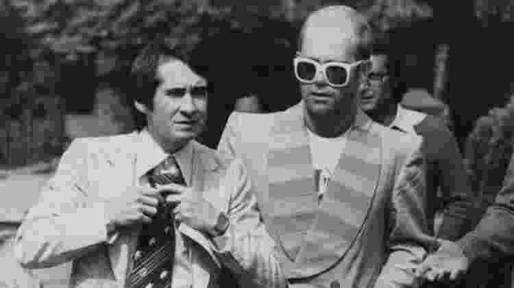 O empresário John Reid e o cantor Elton John nos anos 1970 - Getty Images