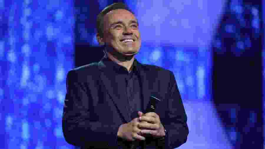 Gugu durante gravação do semifinal do reality Canta Comigo - Antonio Chahestian/Record TV e Divulgação/Record TV