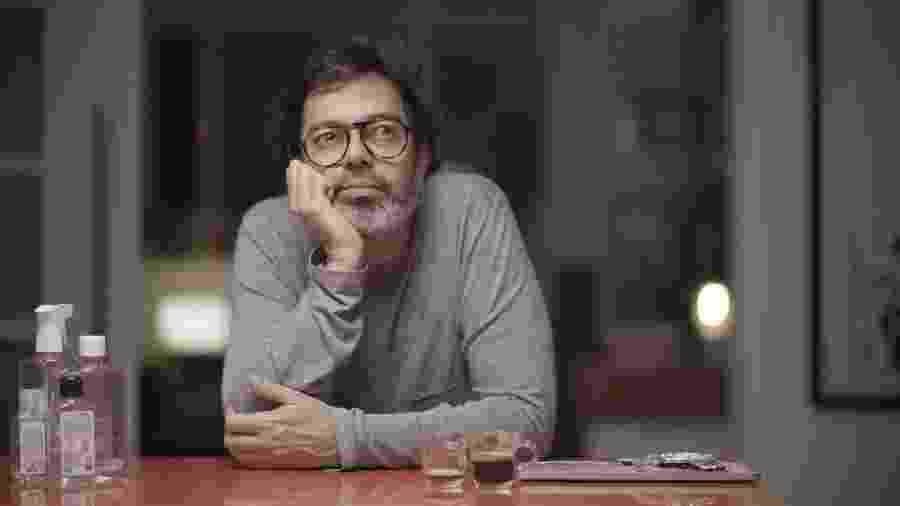 """Bruno Mazzeo em cena da série """"Diário de um Confinado"""", lançada esta semana no Globoplay - Globo/Glauco Firpo"""